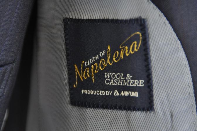 DSC2438 お客様のスーツの紹介-御幸毛織 ナポレナ ネイビーストライプ スリーピース-