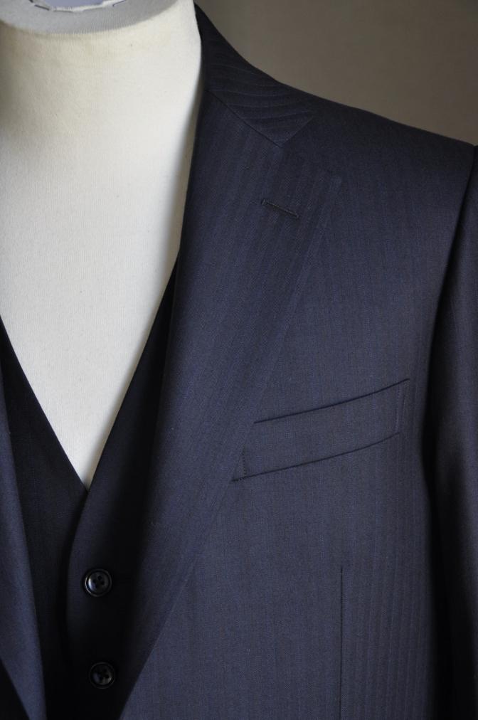 DSC2439 お客様のスーツの紹介-御幸毛織 ナポレナ ネイビーストライプ スリーピース-