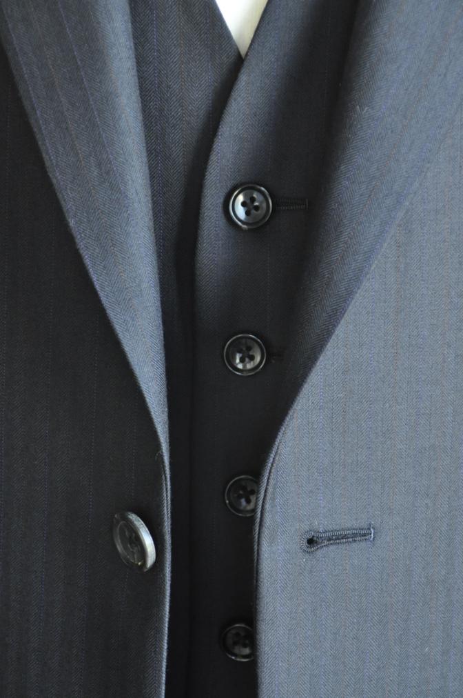 DSC2442 お客様のスーツの紹介-御幸毛織 ナポレナ ネイビーストライプ スリーピース-