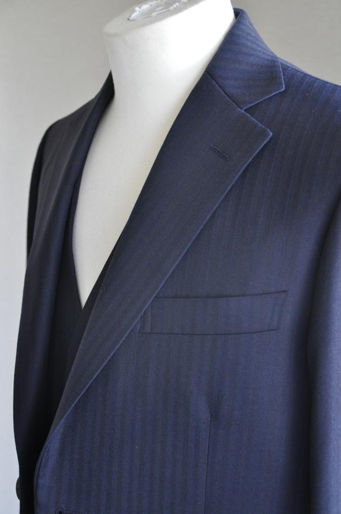 DSC2446 お客様のスーツの紹介-御幸毛織 ナポレナ ネイビーストライプ スリーピース-