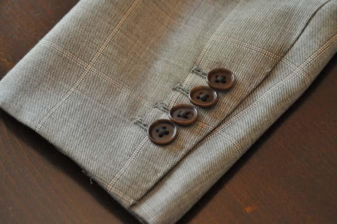 DSC2454-1 スーツのパーツ名称「本切羽(ホンセッパ)」 名古屋の完全予約制オーダースーツ専門店DEFFERT