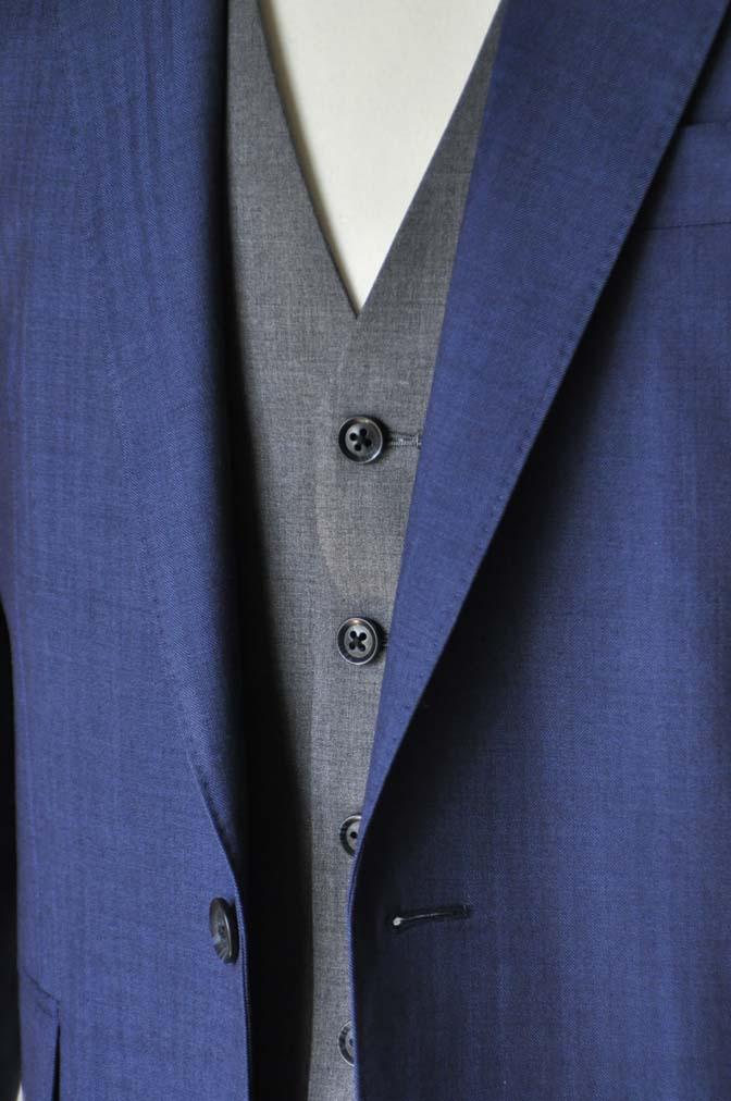 DSC24581 お客様のウエディング衣装の紹介-Biellesi ネイビースーツ グレーベスト- 名古屋の完全予約制オーダースーツ専門店DEFFERT