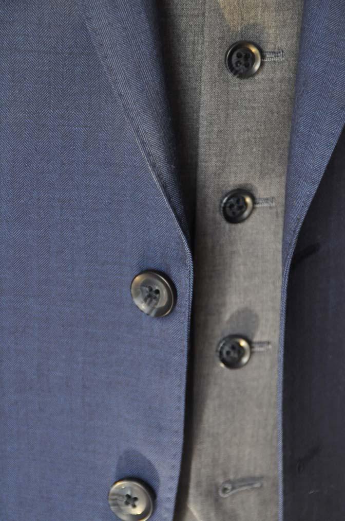 DSC24591 お客様のウエディング衣装の紹介-Biellesi ネイビースーツ グレーベスト- 名古屋の完全予約制オーダースーツ専門店DEFFERT
