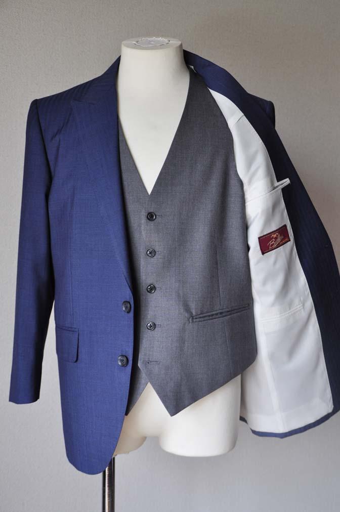 DSC24612 お客様のウエディング衣装の紹介-Biellesi ネイビースーツ グレーベスト- 名古屋の完全予約制オーダースーツ専門店DEFFERT