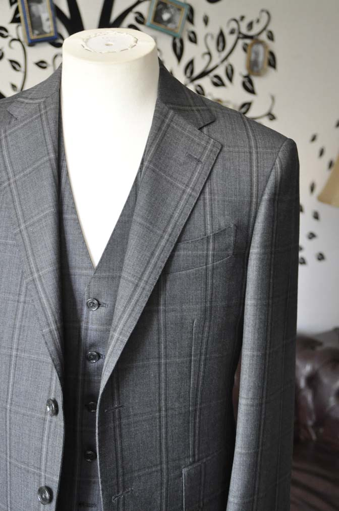 DSC2466-1 お客様のスーツの紹介-Biellesiグレーチェックスリーピース-