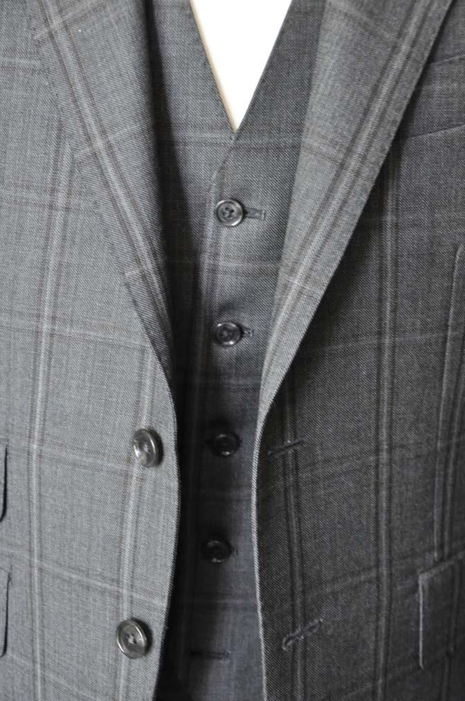 DSC2468 お客様のスーツの紹介-Biellesiグレーチェックスリーピース-