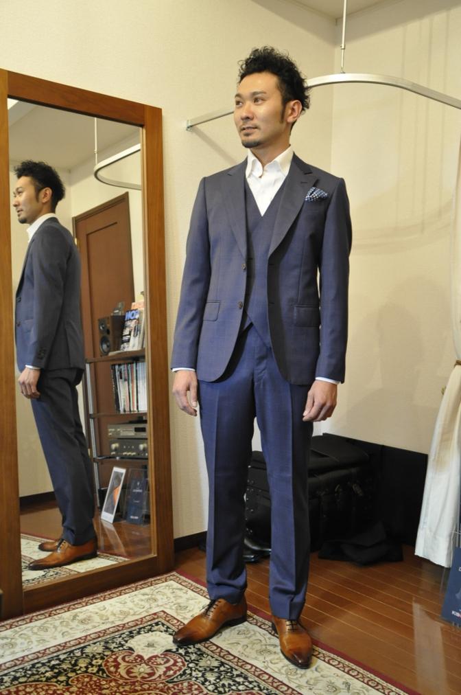 DSC24691 お客様のスーツの紹介- BIELLESI ネイビーチェックスリーピース-