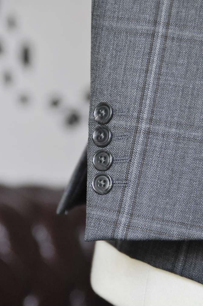 DSC2471 お客様のスーツの紹介-Biellesiグレーチェックスリーピース-