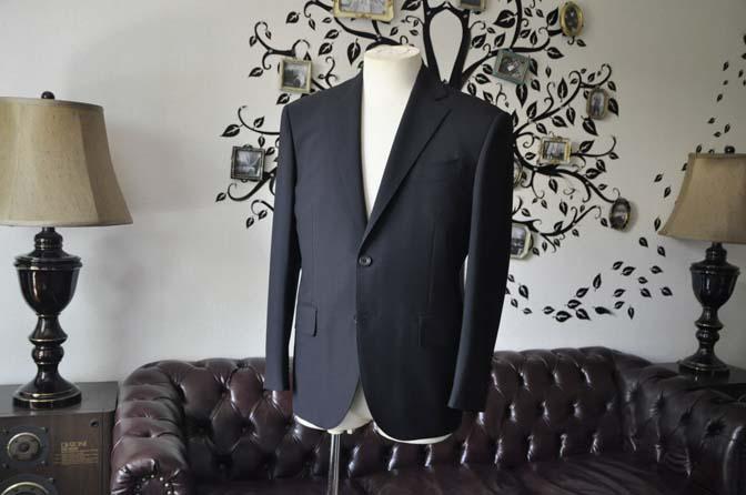 DSC2478-1 お客様のスーツの紹介-御幸毛織 ダークネイビースーツ-