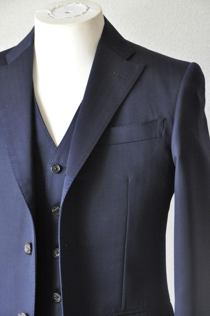 DSC2488 お客様のスーツの紹介-御幸毛織 ネイビーヘリンボーン スリーピース - 名古屋の完全予約制オーダースーツ専門店DEFFERT