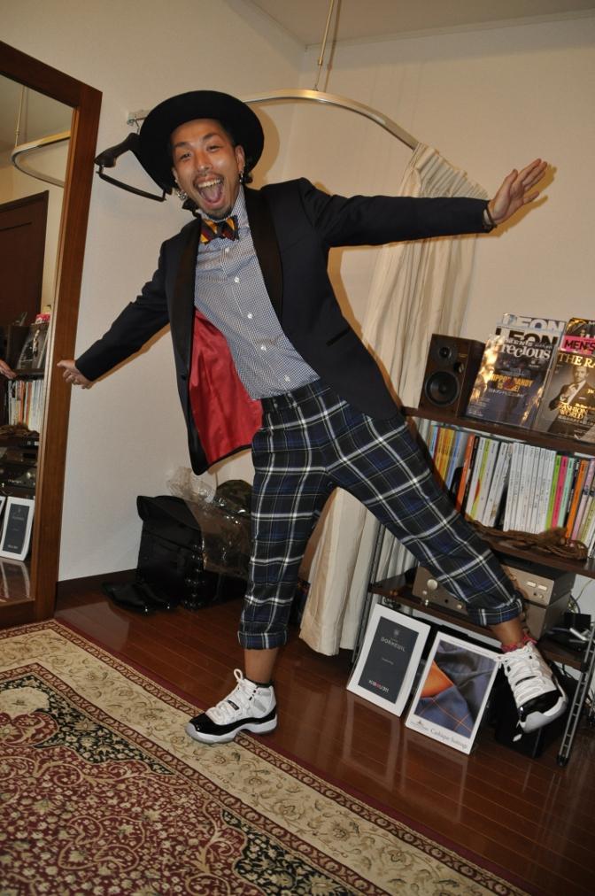 DSC2492 お客様のウエディング衣装の紹介-BIELLESI ネイビータキシードジャケット チェックパンツ- 名古屋の完全予約制オーダースーツ専門店DEFFERT