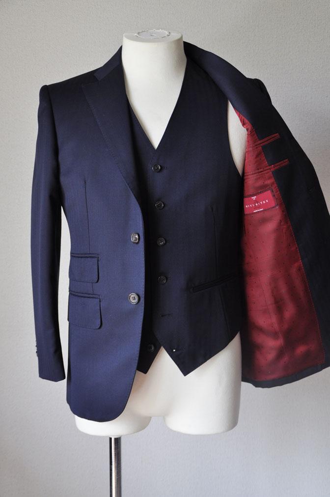 DSC24951 お客様のスーツの紹介-御幸毛織 ネイビーヘリンボーン スリーピース - 名古屋の完全予約制オーダースーツ専門店DEFFERT