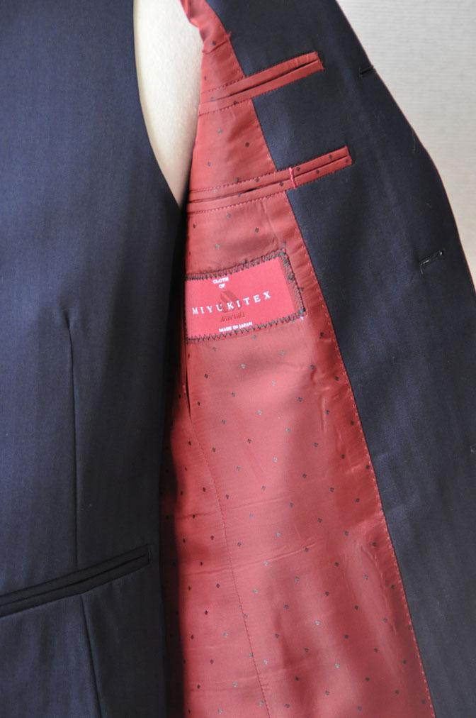 DSC24971 お客様のスーツの紹介-御幸毛織 ネイビーヘリンボーン スリーピース - 名古屋の完全予約制オーダースーツ専門店DEFFERT