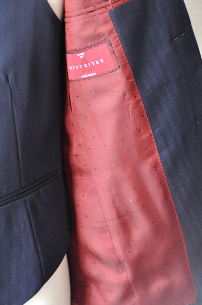 DSC25011 お客様のスーツの紹介-御幸毛織 ネイビーヘリンボーン スリーピース - 名古屋の完全予約制オーダースーツ専門店DEFFERT