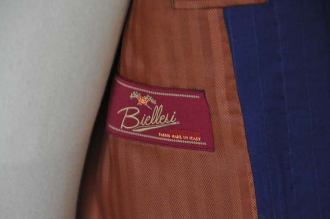 DSC2509 お客様のスーツの紹介- Biellesi ネイビーストライプ-