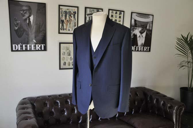 DSC25172 お客様のスーツの紹介- CANONICO 無地ネイビースリーピース- 名古屋の完全予約制オーダースーツ専門店DEFFERT