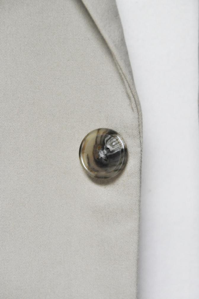 DSC25191 お客様のスーツの紹介- LARUSMIANI ベージュコットンスーツ- 名古屋の完全予約制オーダースーツ専門店DEFFERT