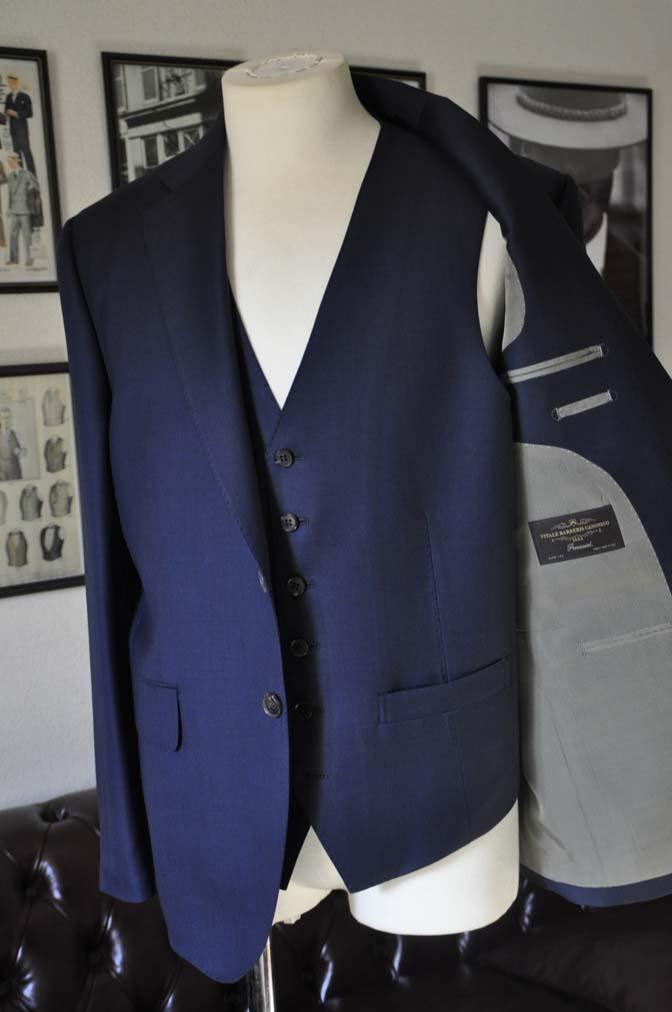 DSC25192 お客様のスーツの紹介- CANONICO 無地ネイビースリーピース- 名古屋の完全予約制オーダースーツ専門店DEFFERT