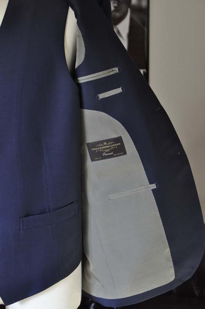 DSC25202 お客様のスーツの紹介- CANONICO 無地ネイビースリーピース- 名古屋の完全予約制オーダースーツ専門店DEFFERT