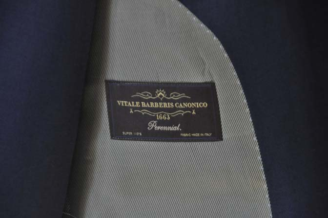 DSC25212 お客様のスーツの紹介- CANONICO 無地ネイビースリーピース- 名古屋の完全予約制オーダースーツ専門店DEFFERT
