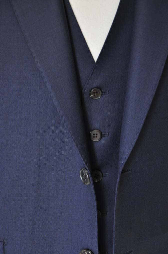 DSC25251 お客様のスーツの紹介- CANONICO 無地ネイビースリーピース- 名古屋の完全予約制オーダースーツ専門店DEFFERT