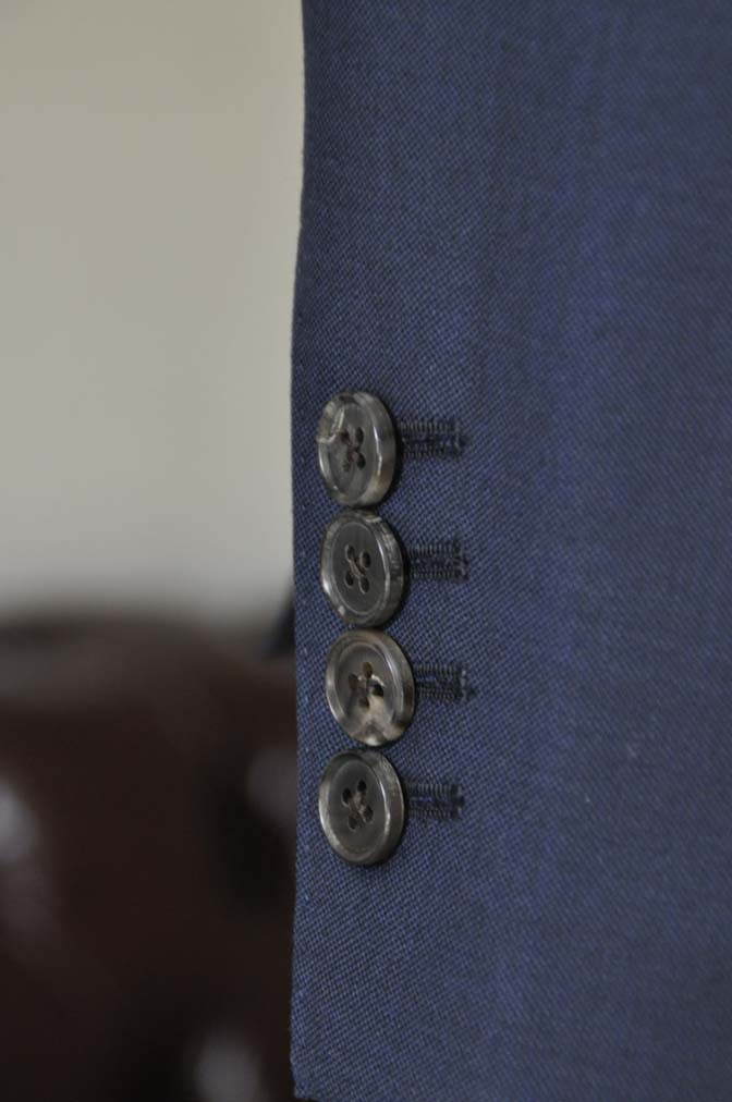 DSC25281 お客様のスーツの紹介- CANONICO 無地ネイビースリーピース- 名古屋の完全予約制オーダースーツ専門店DEFFERT