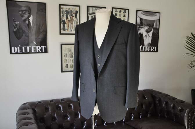 DSC25302 お客様のスーツの紹介- Biellesi グレーバーズアイ スリーピース-