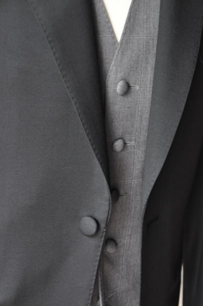 DSC2539 お客様のウエディング衣装の紹介-BIELLESI無地ブラックスーツ グレーチェックベスト ニュージーランドウエディング-