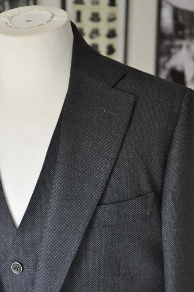 DSC25401 お客様のスーツの紹介- Biellesi グレーバーズアイ スリーピース-
