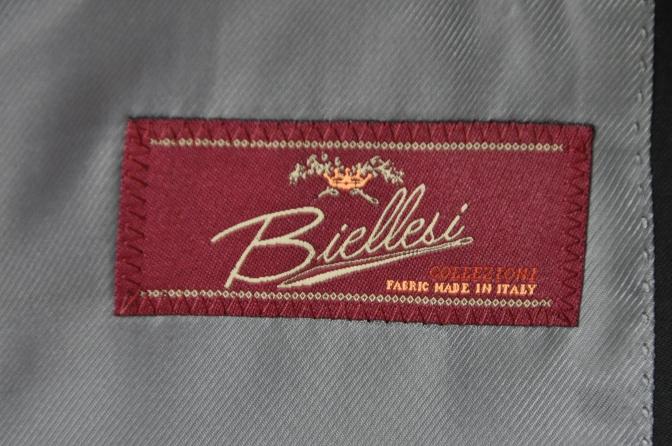 DSC2550 お客様のウエディング衣装の紹介-BIELLESI無地ブラックスーツ グレーチェックベスト ニュージーランドウエディング-