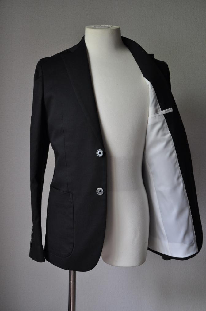 DSC2562 お客様のスーツの紹介- 無地ブラックコットンストレッチスーツ-