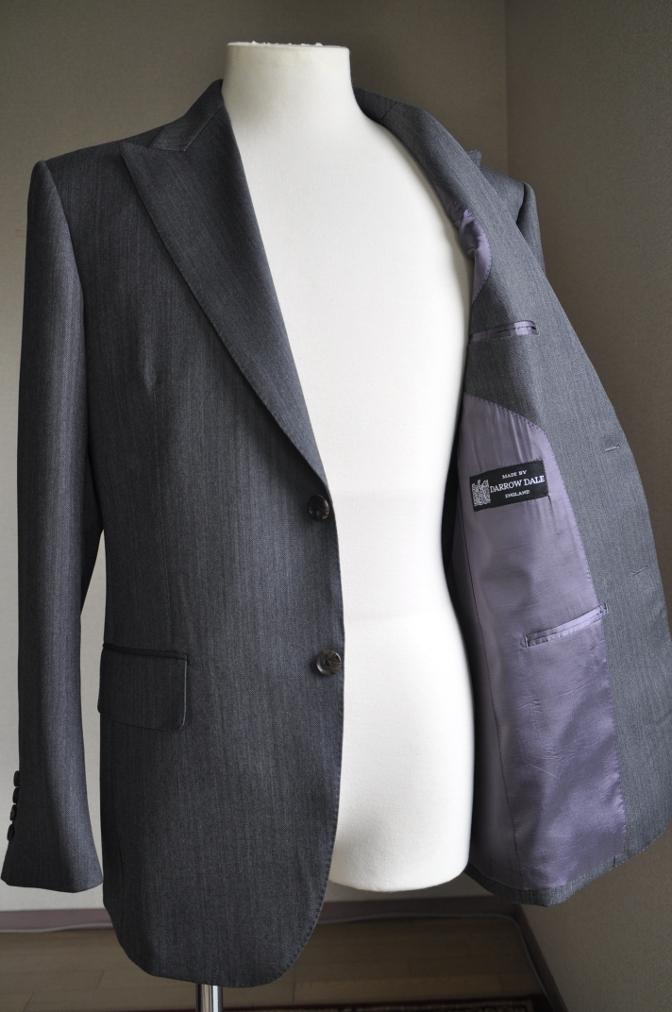 DSC25691 お客様のスーツの紹介-DARROW DALE チャコールグレーヘリンボーン-