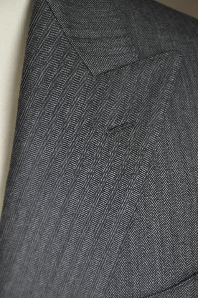 DSC25731 お客様のスーツの紹介-DARROW DALE チャコールグレーヘリンボーン-