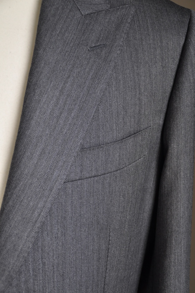 DSC25741 お客様のスーツの紹介-DARROW DALE チャコールグレーヘリンボーン-