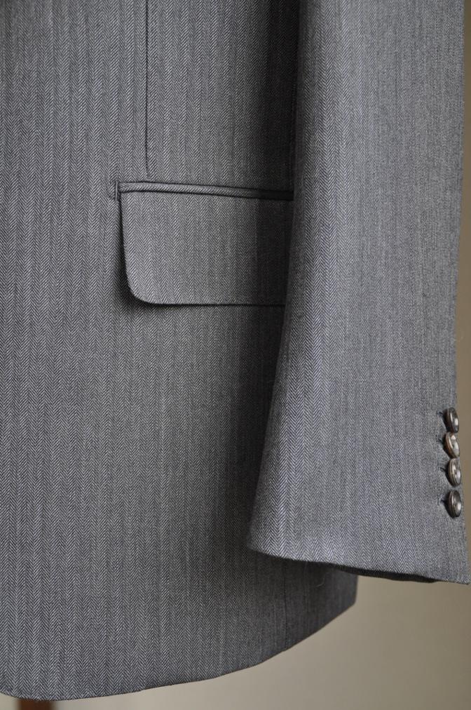 DSC25771 お客様のスーツの紹介-DARROW DALE チャコールグレーヘリンボーン-