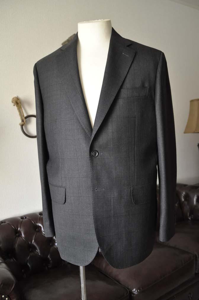 DSC26054 お客様のスーツの紹介- Charles Clayton グレーウィンドペン-
