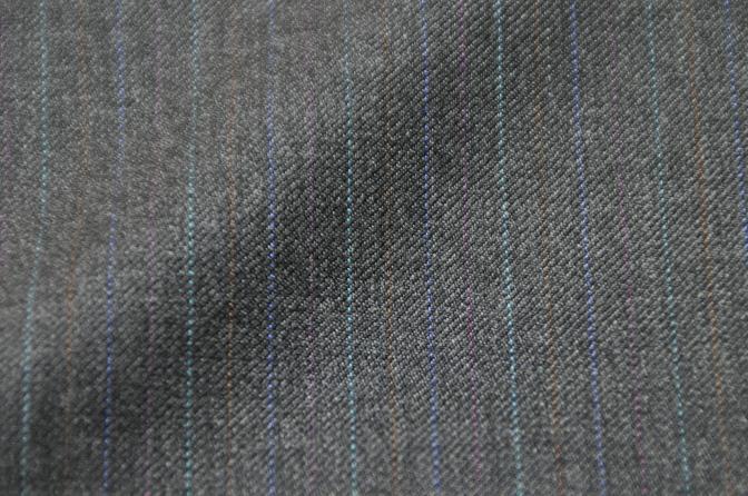 DSC26102 お客様のスーツの紹介-EUROTEX グレーストライプ-