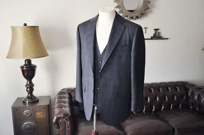 DSC2628-1 お客様のスーツの紹介- Biellesi ネイビーチェックスリーピース-