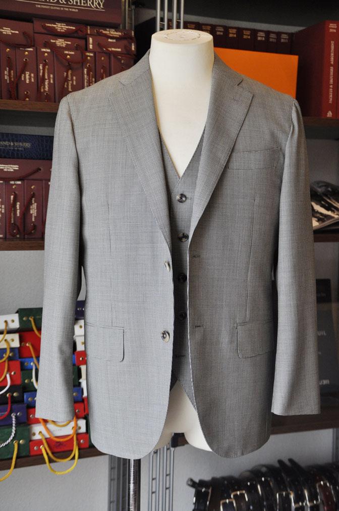 DSC26403 お客様のスーツの紹介-Biellesi グレー千鳥格子スリーピース- 名古屋の完全予約制オーダースーツ専門店DEFFERT