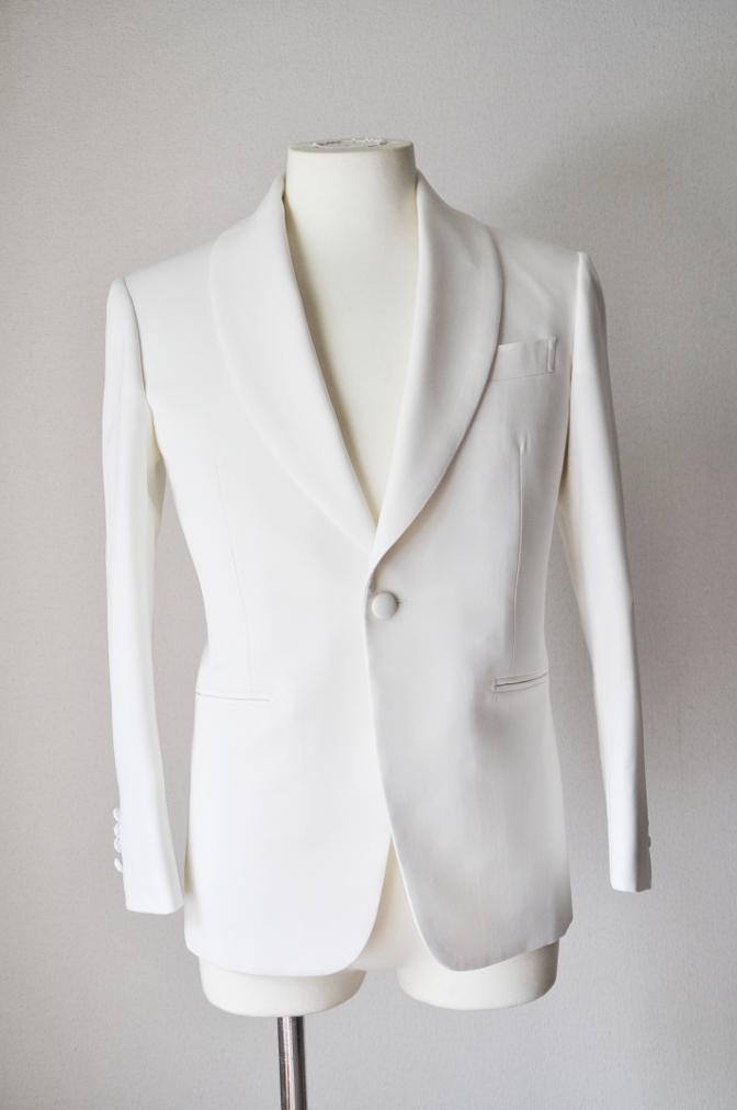 DSC26463 お客様のウエディング衣装の紹介-ホワイトショールカラータキシードジャケット ブラックパンツ-
