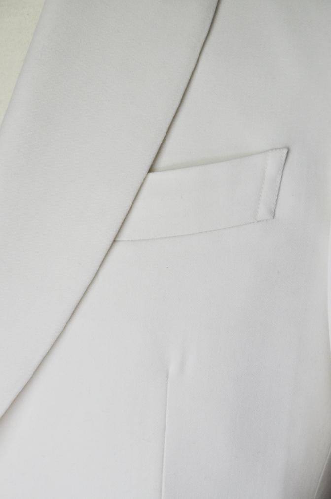 DSC26481 お客様のウエディング衣装の紹介-ホワイトショールカラータキシードジャケット ブラックパンツ-