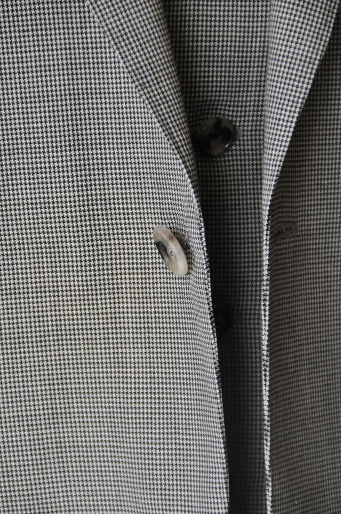 DSC26482 お客様のスーツの紹介-Biellesi グレー千鳥格子スリーピース- 名古屋の完全予約制オーダースーツ専門店DEFFERT