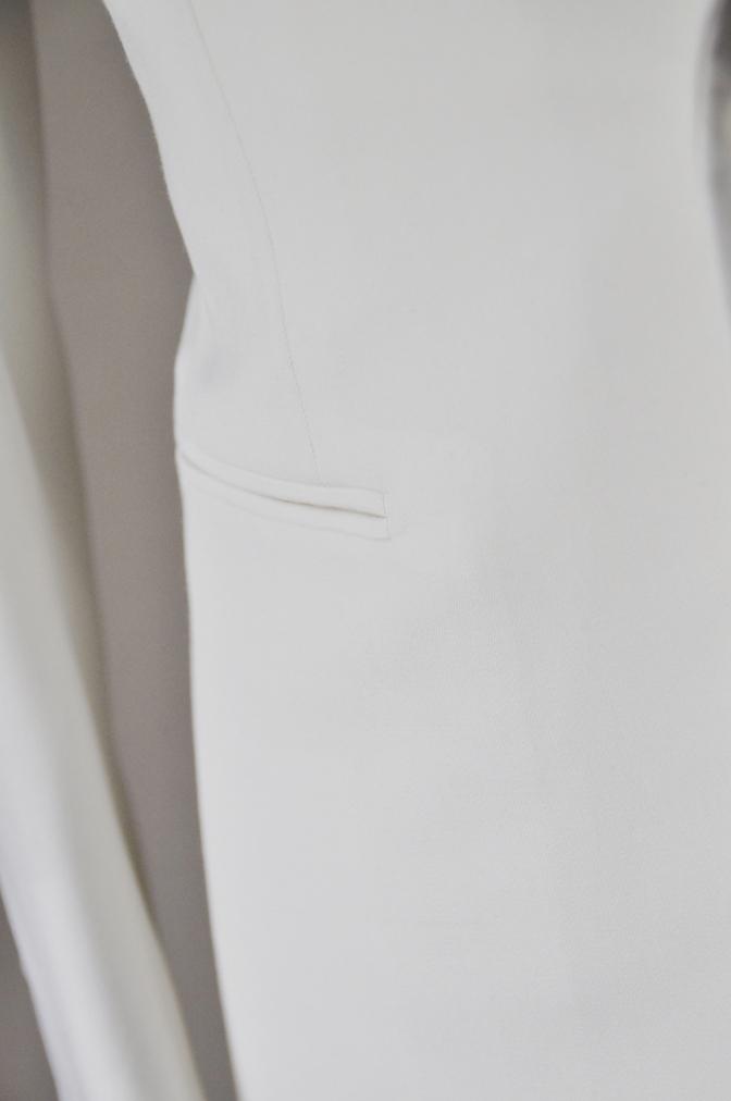 DSC26502 お客様のウエディング衣装の紹介-ホワイトショールカラータキシードジャケット ブラックパンツ-