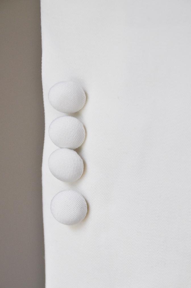 DSC26511 お客様のウエディング衣装の紹介-ホワイトショールカラータキシードジャケット ブラックパンツ-