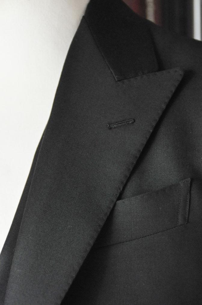DSC26842 スーツの紹介-CANONICO wool mohair 無地ブラックスリーピース-