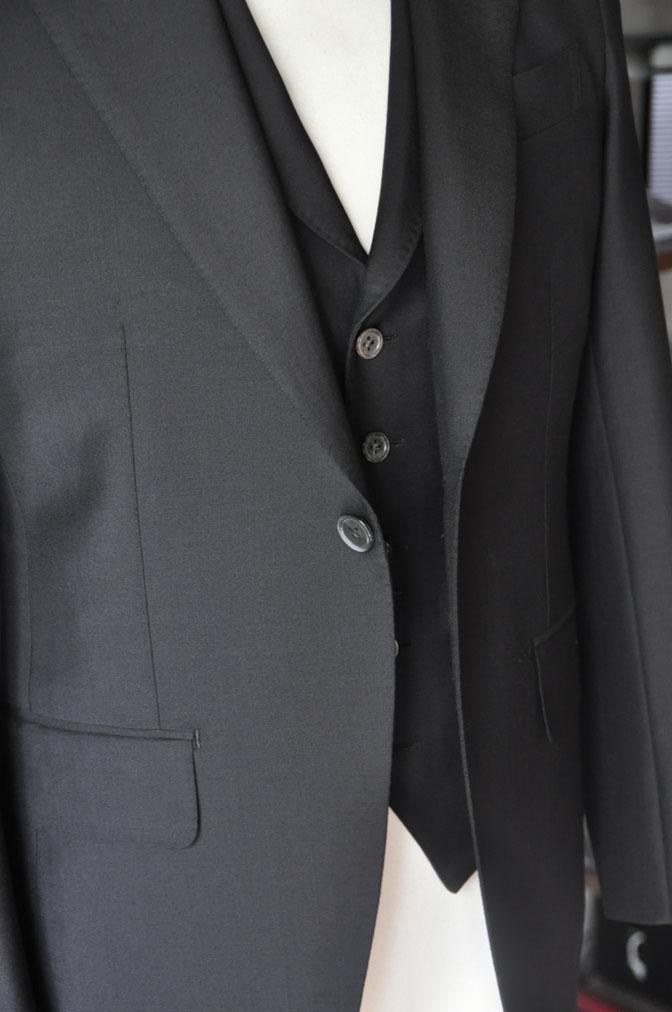 DSC26872 スーツの紹介-CANONICO wool mohair 無地ブラックスリーピース- 名古屋の完全予約制オーダースーツ専門店DEFFERT
