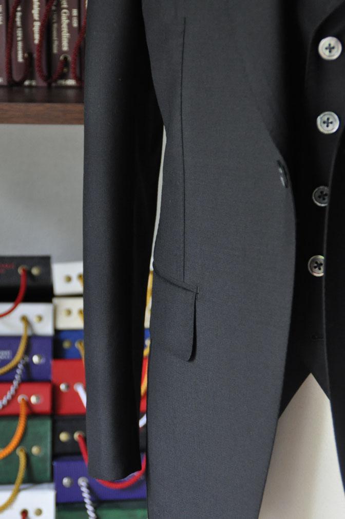 DSC26891 スーツの紹介-CANONICO wool mohair 無地ブラックスリーピース- 名古屋の完全予約制オーダースーツ専門店DEFFERT