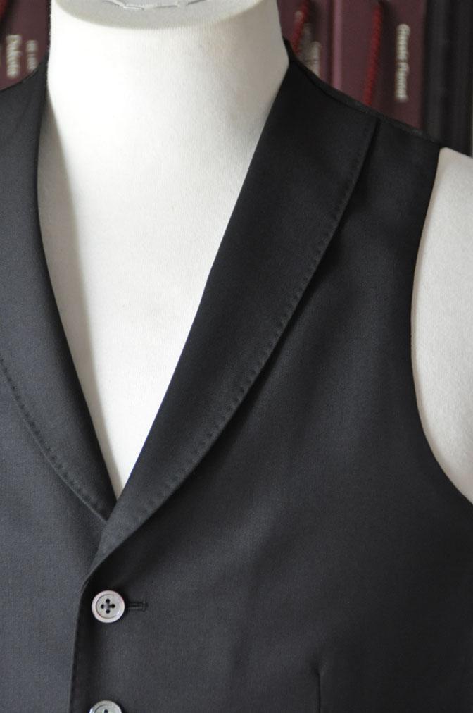 DSC26931 スーツの紹介-CANONICO wool mohair 無地ブラックスリーピース-
