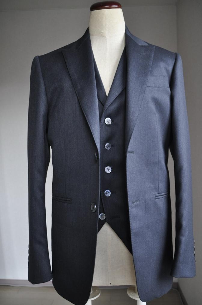 DSC2694 お客様のスーツの紹介-チャコールグレースリーピース-