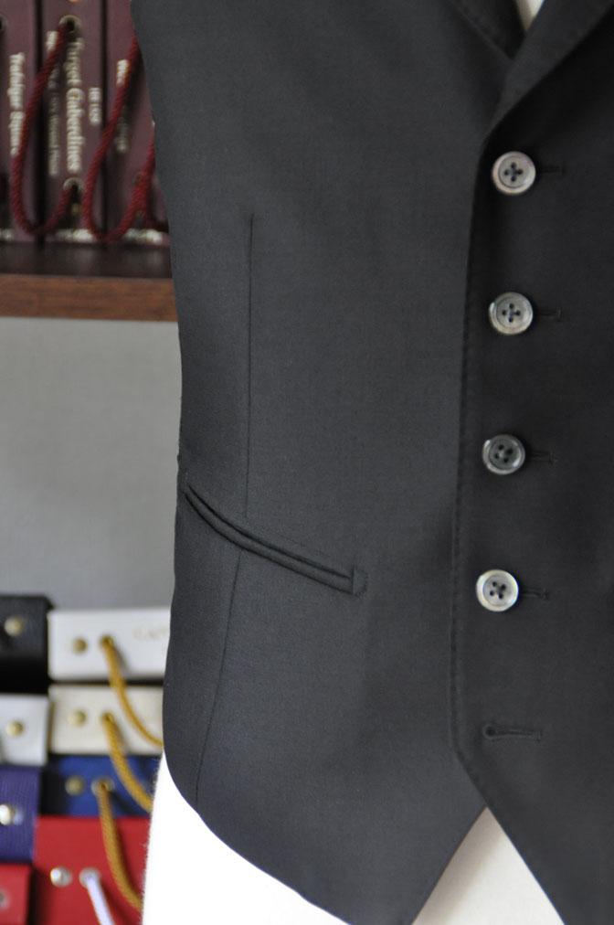 DSC26942 スーツの紹介-CANONICO wool mohair 無地ブラックスリーピース- 名古屋の完全予約制オーダースーツ専門店DEFFERT